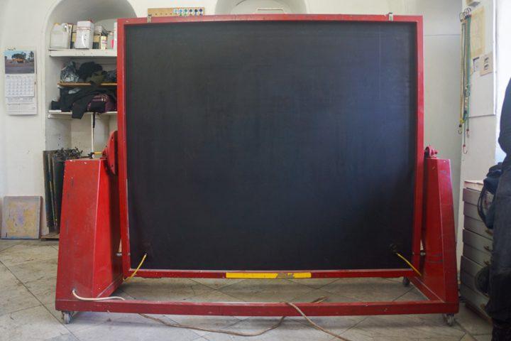 """שולחן ואקום להקרנה עם מנורת הקרנה  1000 ואט, גודל השולחן: אורך 148 ס""""מ, רוחב 170 ס""""מ"""